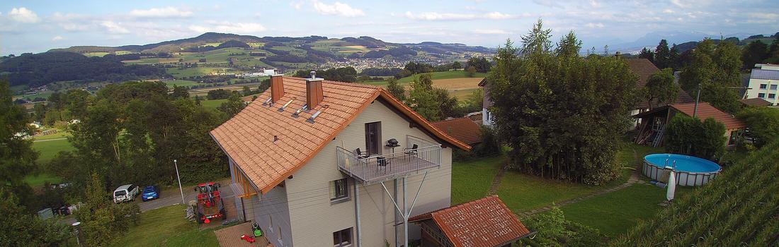 Baustelle MFH Burgherr Reitnau Dach,- Wandsanierung
